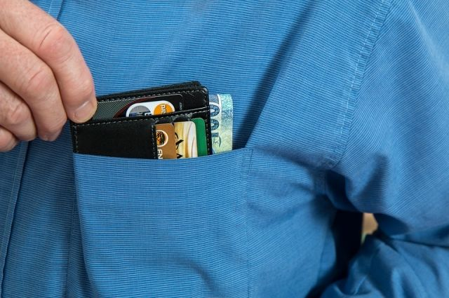 В Тюмени таксист присвоил 24 тысячи рублей, принадлежавшие пассажиру