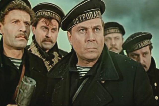 О Октябрьской революции снято немало фильмов.