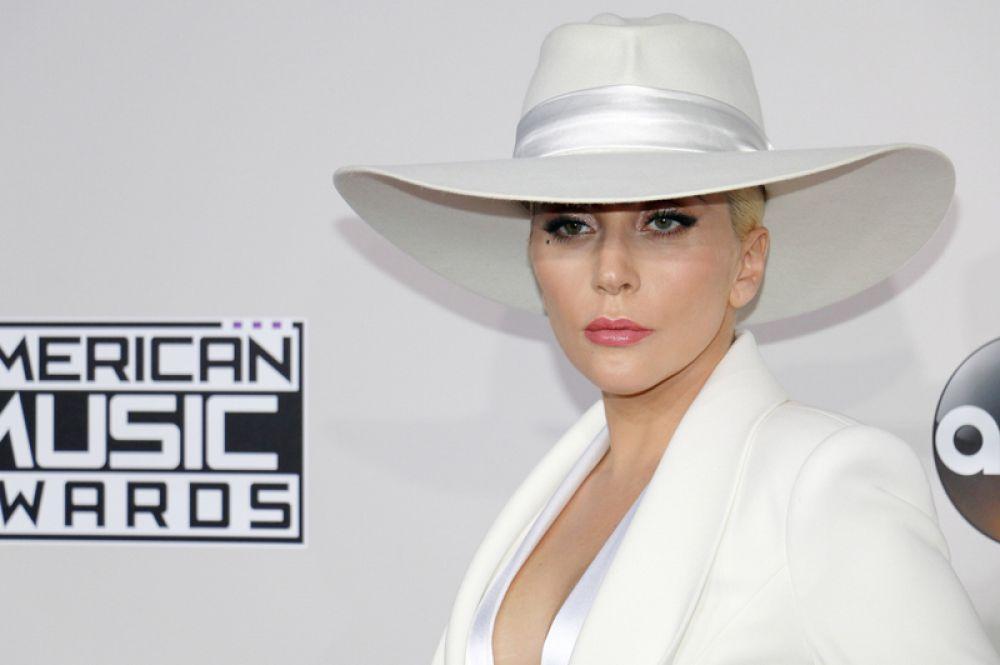 2015 год — Леди Гага.
