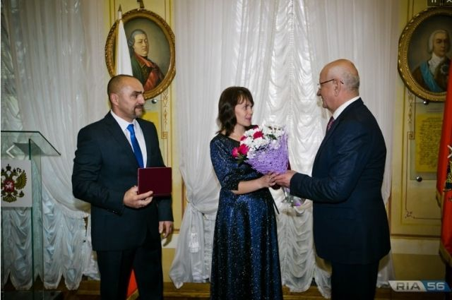 12 оренбуржцев получили из рук губернатора государственные награды.