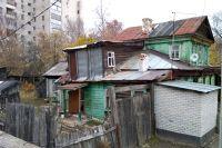 Развалюха на ул. Хади Атласи, 12 находится в самом центре Казани.