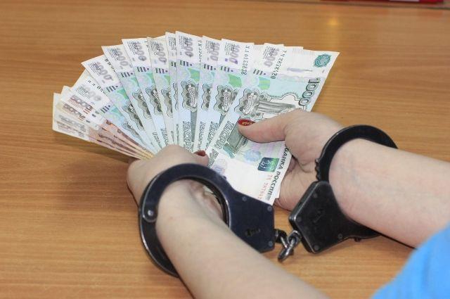 За три года работы женщина получила взяток более чем на один миллион рублей.