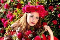 Тюменским студенткам предлагали розу в обмен на сигарету