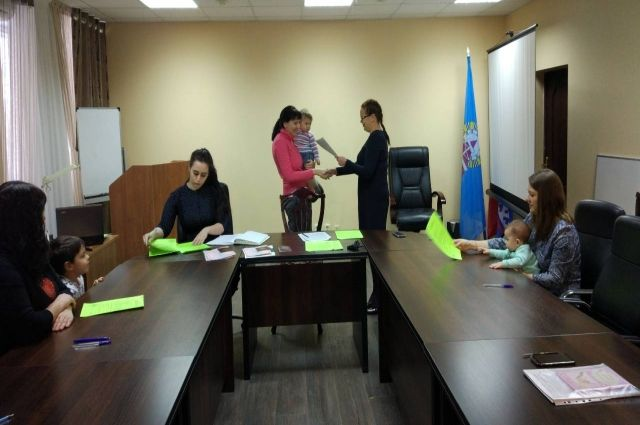 В Ноябрьске жилищные сертификаты получили 12 семей