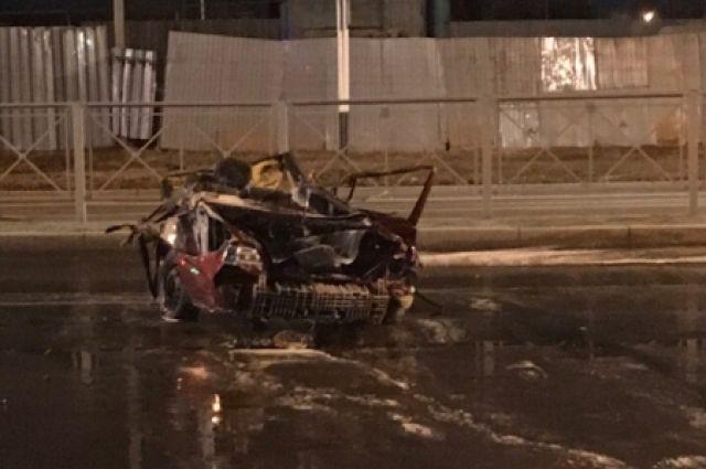 В аварии пострадали мужчина и женщина, которые ехали в легковом автомобиле.