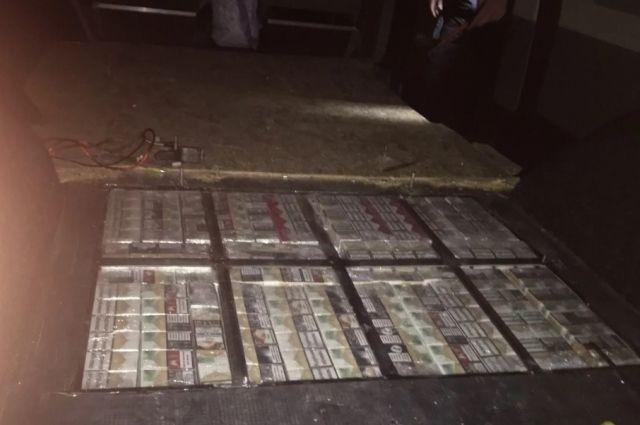 На Закарпатье контрабандист пытался перевезти полторы тысячи пачек сигарет.