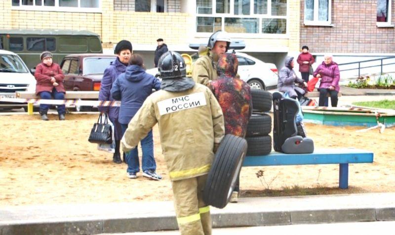 Жителям дома предоставили временное жилье на базе отдыха в Красном бору по поручению губернатора Островского.