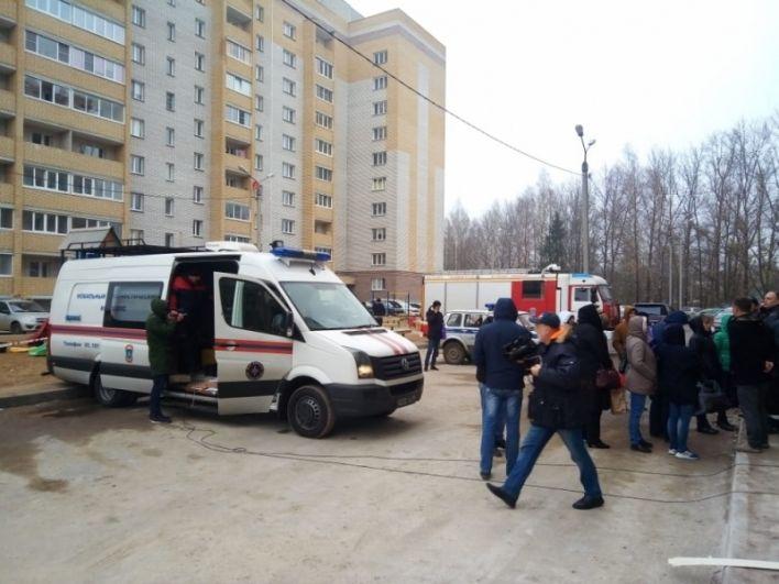 Четыре человека пострадали при взрыве, один из них - подозреваемый.