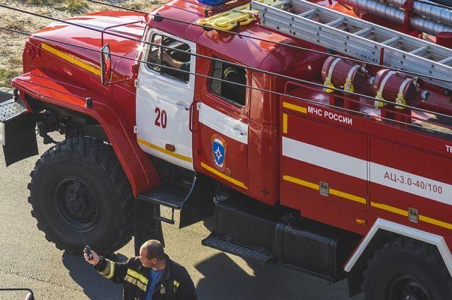 В Оренбурге тушили пожар в детском центре