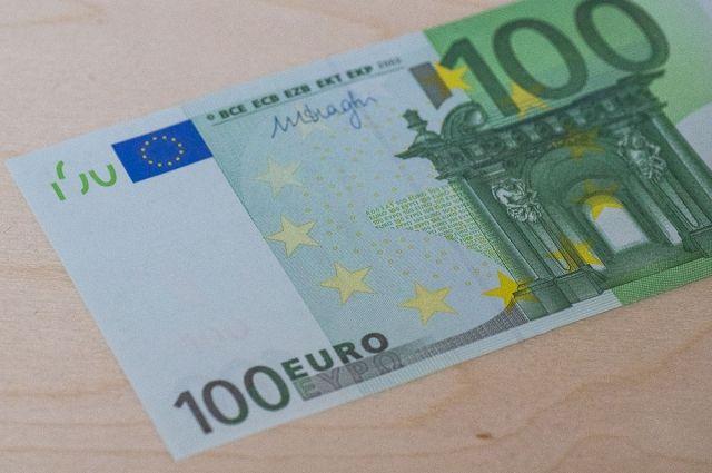 Курс евро превысил отметку в 76 рублей