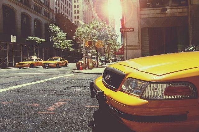 О нарушениях в работе таксистов можно сообщить специалистам.