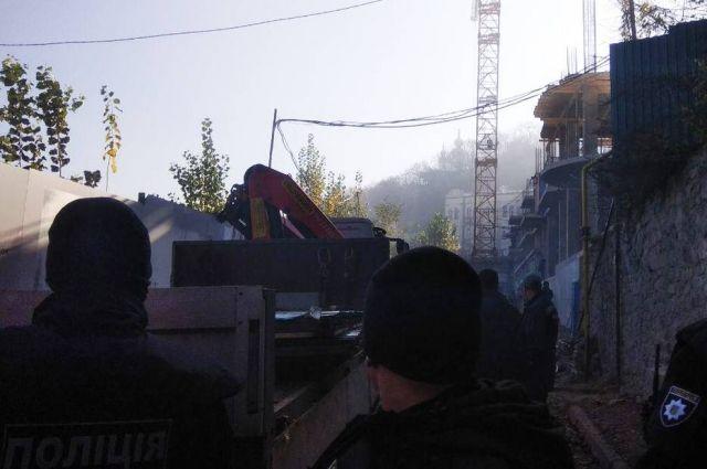 В Киеве на Андреевском спуске прогремели три взрыва