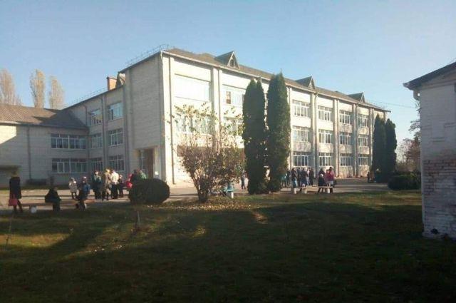 В школе под Киевом распылили газовый баллончик: девять детей в больнице