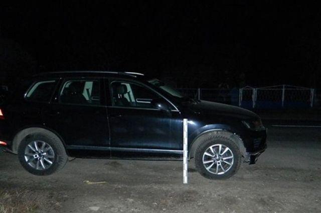 Согласно предварительным данным, автомобиль Volkswagen Touareg переехал мужчину, когда тот заснул прямо посреди дороги.