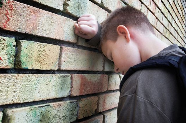 Проблемы нынешних детей можно объяснить потрясениями 90-х, которые пережили их родители. Но всё не так очевидно и просто.