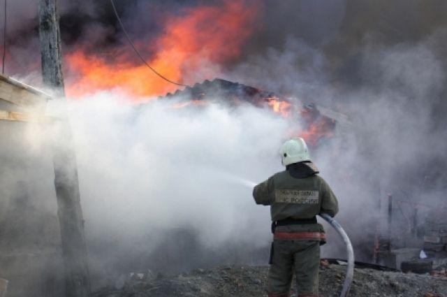 Теплоход повредило огнем.