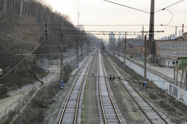 Очевидцы сообщили, что подросток пошёл вдоль железнодорожных путей к Платошино.
