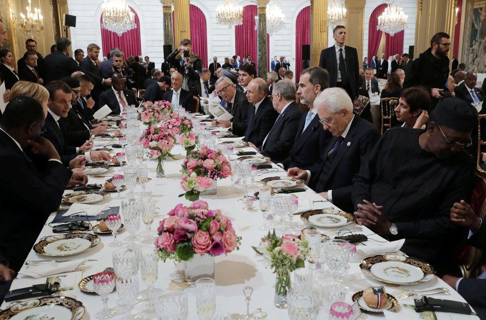 Президент РФ Владимир Путин во время рабочего завтрака от имени президента Франции Эммануэля Макрона в честь глав государств и правительств, приглашенных на мероприятия по случаю 100-летия окончания Первой мировой войны.