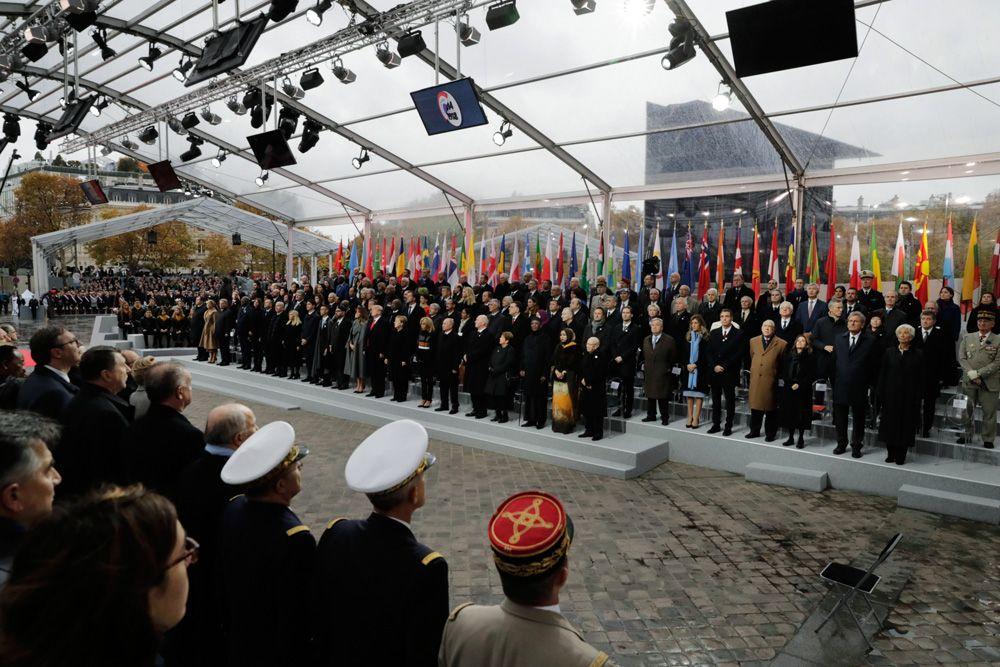 Президент РФ Владимир Путин на мемориальной церемонии у Триумфальной арки в Париже по случаю 100-летия окончания Первой мировой войны.