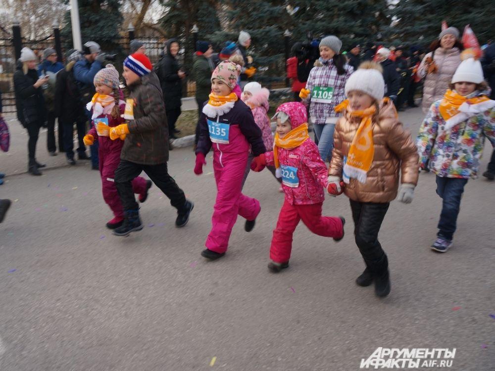 Самые маленькие участники пробежали 600 метров.