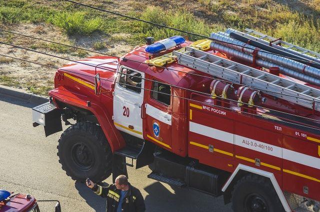 Три пожарные машины выехали на место ЧП.