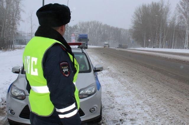 Если снег идёт дольше часа, большегрузам в Кемерово въезд закрыт.