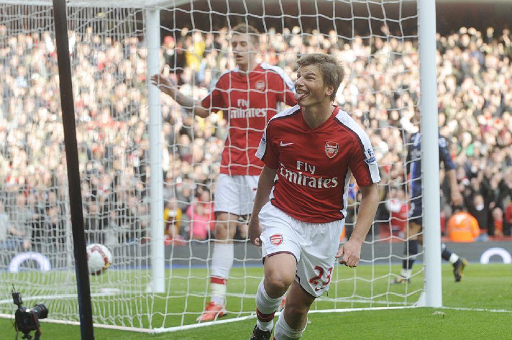 Зимой 2009 года Аршавин перешел в лондонский «Арсенал», дебютировав в его составе в домашнем поединке с «Сандерлендом». Сумма трансфера составила 16,5 млн фунтов стерлингов.