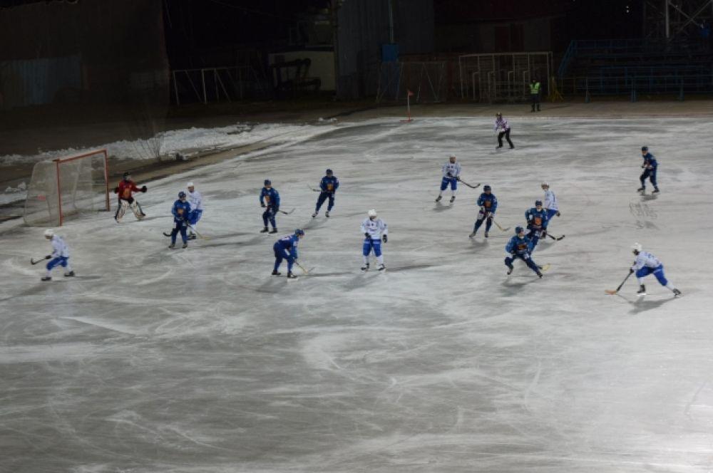 Такие матчи - отличная школа для молодых хоккеистов.
