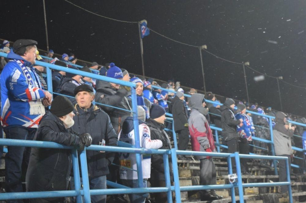 """Конечно, последние неудачные сезоны сильно """"просеяли"""" армию болельщиков кировской """"Родины"""". Зато остались самые верные!"""