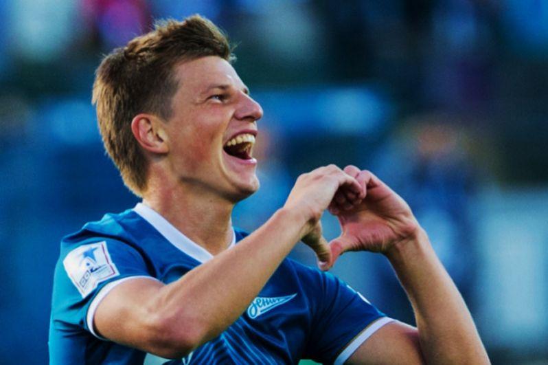В июне 2013 года было официально объявлено о трансфере игрока в «Зенит». Соглашение с футболистом было рассчитано на два года.