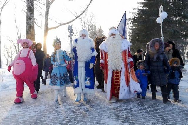 Дед Мороз встретился со своим коллегой - Алтайским дедушкой