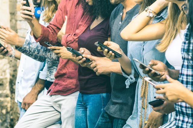 Телефонная лихорадка. Правда ли, что смартфоны отупляют?