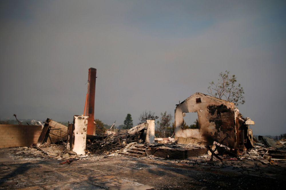 Сгоревшие дома в Малибу.