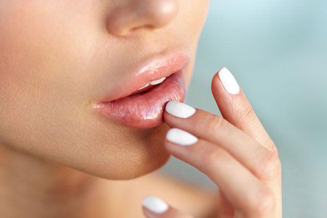 Как ухаживать за губами в холода?