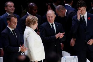 Президент Франции Эммануэль Макрон, канцлер Германии Ангела Меркель, президент России Владимир Путин и премьер-министр Канады Джастин Трюдо на открытии Парижского мирного форума после церемонии поминовения Дня перемирия спустя 100 лет после окончания Первой мировой войны в Париже.