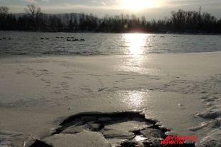 Спасали ведут патрулирование массового выхода рыбаков на лёд.