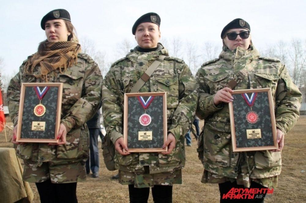 Перед началом игры «Тропа разведчика» вручили медали лучшим в игре «Фронтовая тропа».