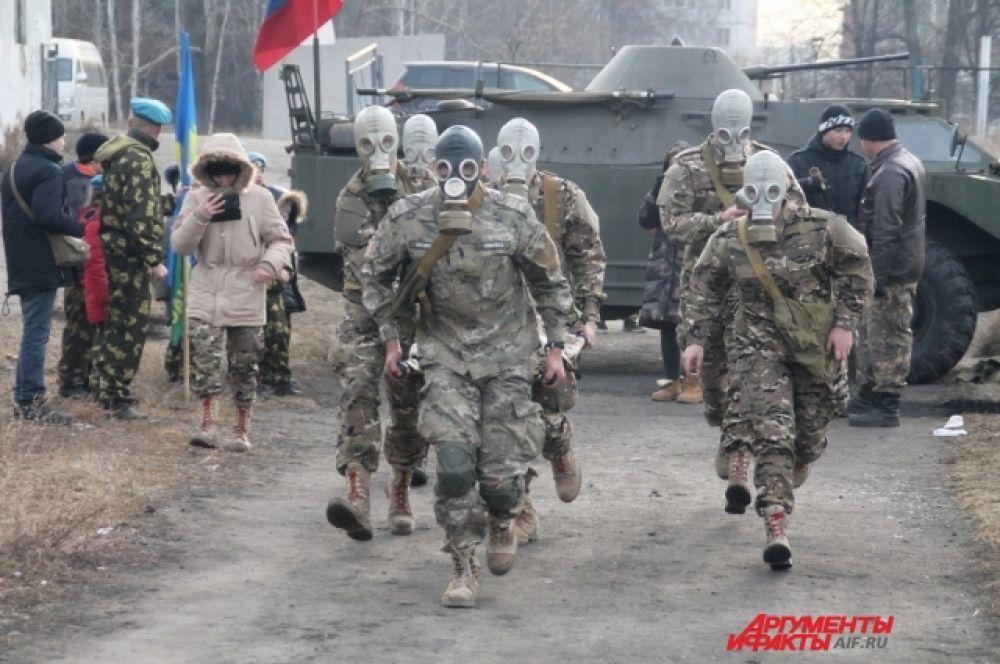 В соревнованиях участвовали более ста человек – представители восьми команд ВУЗов Иркутска и пяти команд школьных военно-патриотических клубов города.