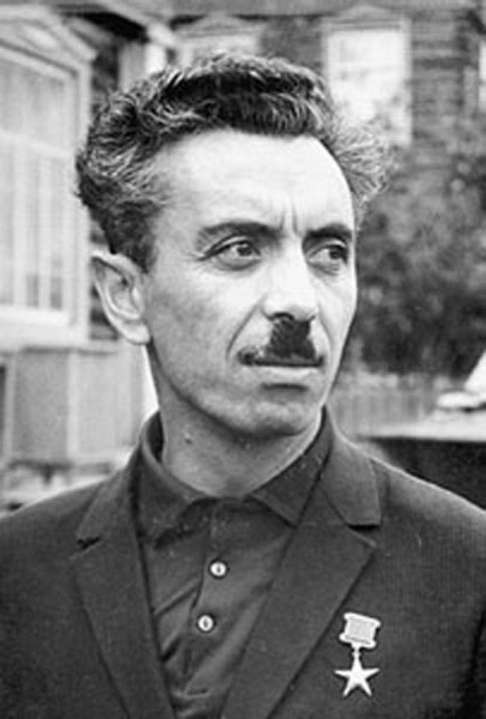Имя советского и российского геолога, первооткрывателя нефти в Сибири Фармана Курбана оглы Салманова могут присвоить аэропорту Нижневартовска или Сургута.
