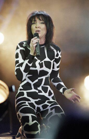 Певица Лолита Милявская во время выступления, 2001 год.