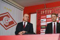 Олег Кононов (справа) и генеральный директор «Спартака» Сергей Родионов.