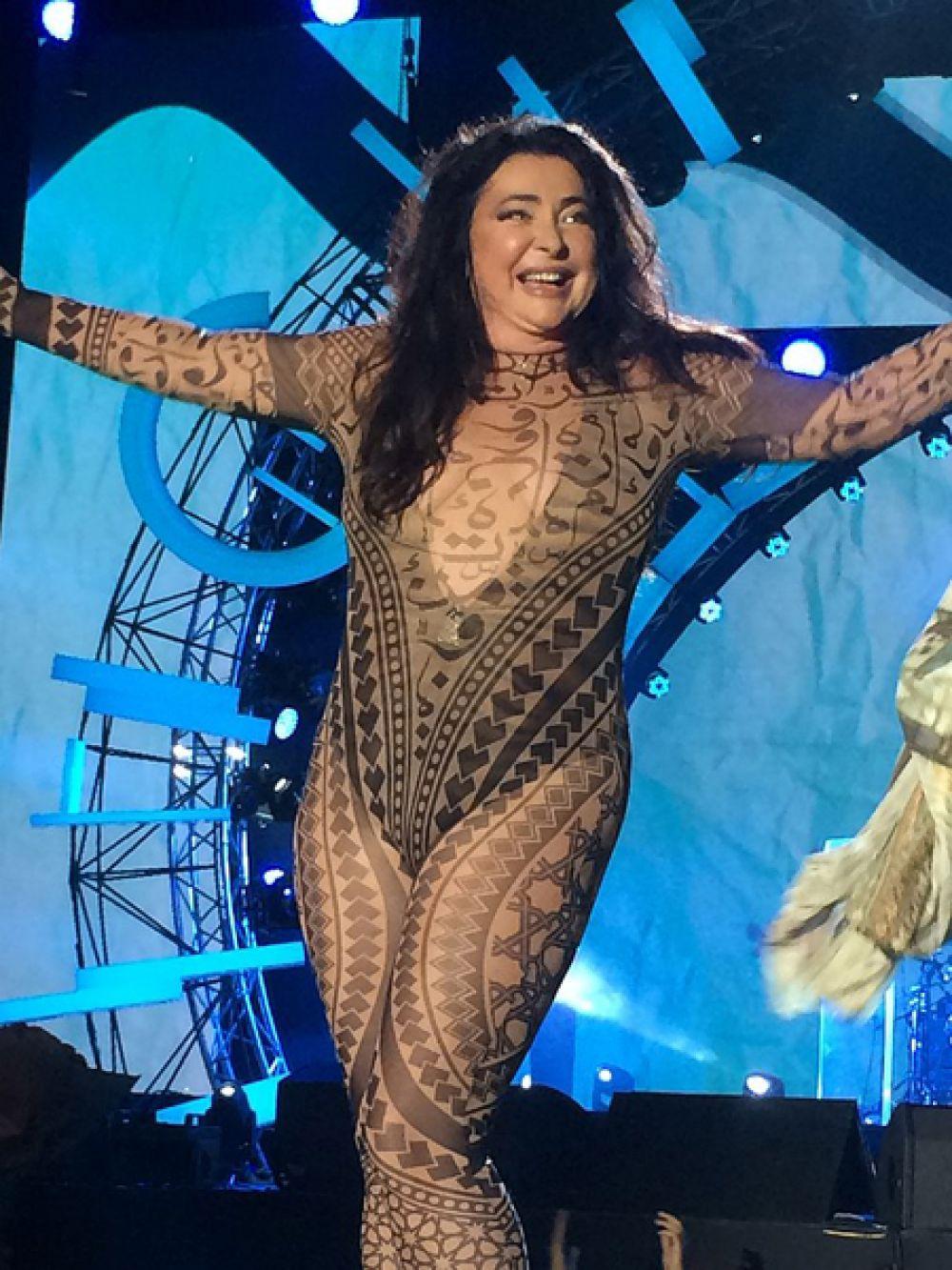 Певица Лолита Милявская на международном музыкальном фестивале «Жара» в Баку, 2017 год.
