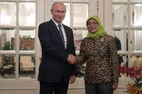 Владимир Путин и президент Сингапура Халима Якоб.
