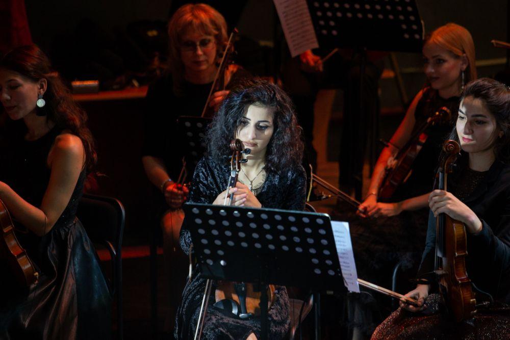 Музыкальное полотно создают приморские музыканты.