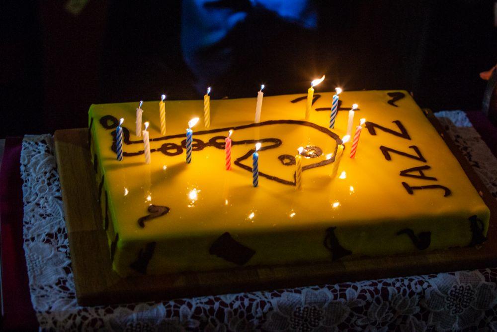 Торт на джазовый день рождения.