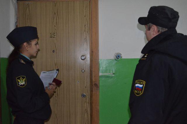 Судебные приставы вручили требование о предоставлении доступа в квартиру.