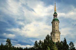 Башня-колокольня - одно из любимых мест у гостей Златоуста.