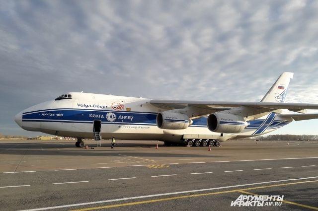 Высота самолёта составляет 21 метр.