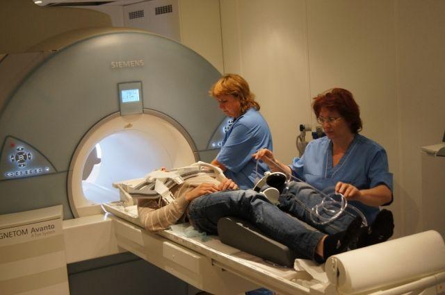 Действующие сосудистые отделения будут пополняться временным медицинским оборудованием - магниторезонансными и компьютерными томографами, ангиографами, аппаратами УЗИ.