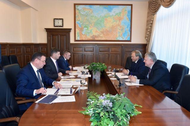 Сергей Фургал провел рабочую встречу с руководством авиакомпании «Аврора».